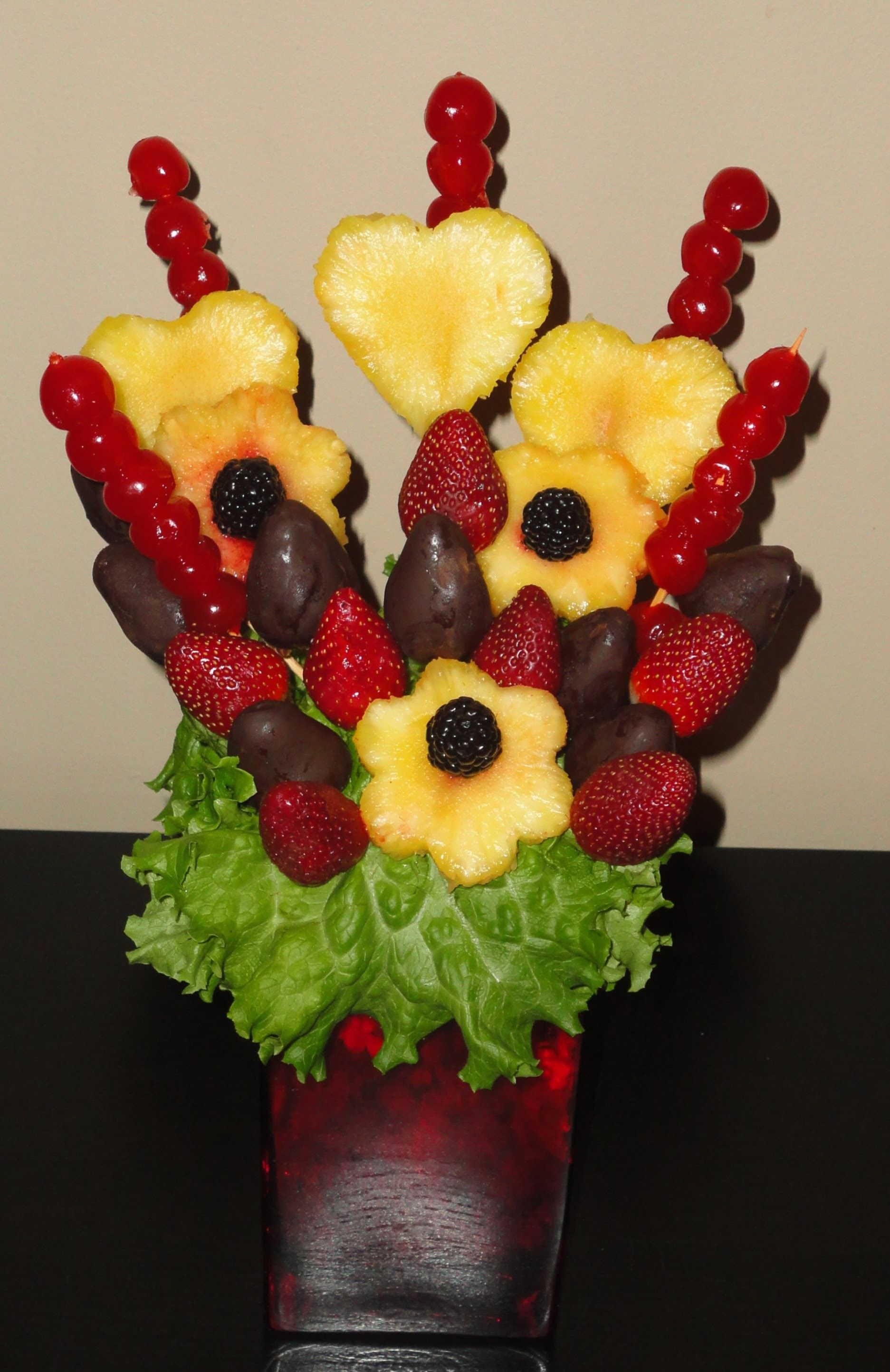 Edible fruit centerpiece arrangement | Edible fruit ...