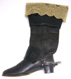 KEYWORDS / TITLE  boot with lace  BRIEF DESCRIPTION  Boot to the knight's costume, Karl XIII's words.  NAME  Owner :Edward Martin of Edholm  Owner :Carl Adolf Manderstrom  Donors :Louise JC Manor born by Edholm  DATING  1808-1913  OTHER KEYWORDS  boot  COLLECTION OF THE  Royal Armoury  INVENTORY  27,349 (31:8: a)