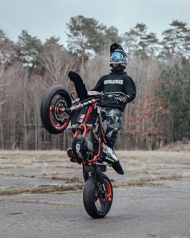 Stand Up Bikechicks Bikegirl Bikelove Bmw Motorcycle Motorrad Motorradfahrer Biker Bik Pembalap Mobil Animasi
