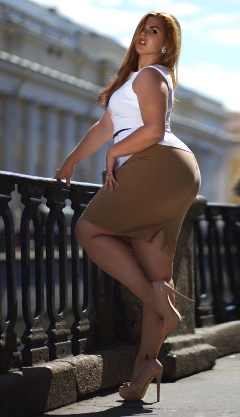 thick and curvy models