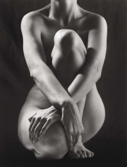 Classic torso with hands, 1952  - Ph. Ruth Bernhard