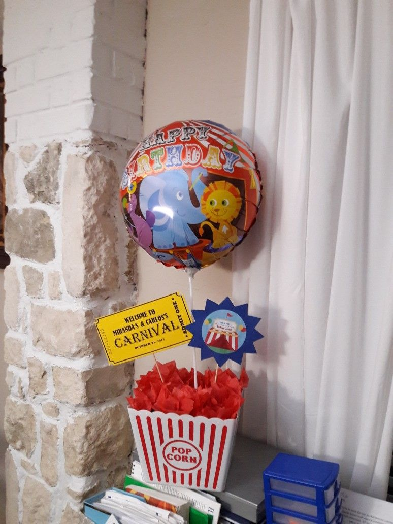Carnival Birthday Party Centerpiece Idea Diy Ordered Balloons On