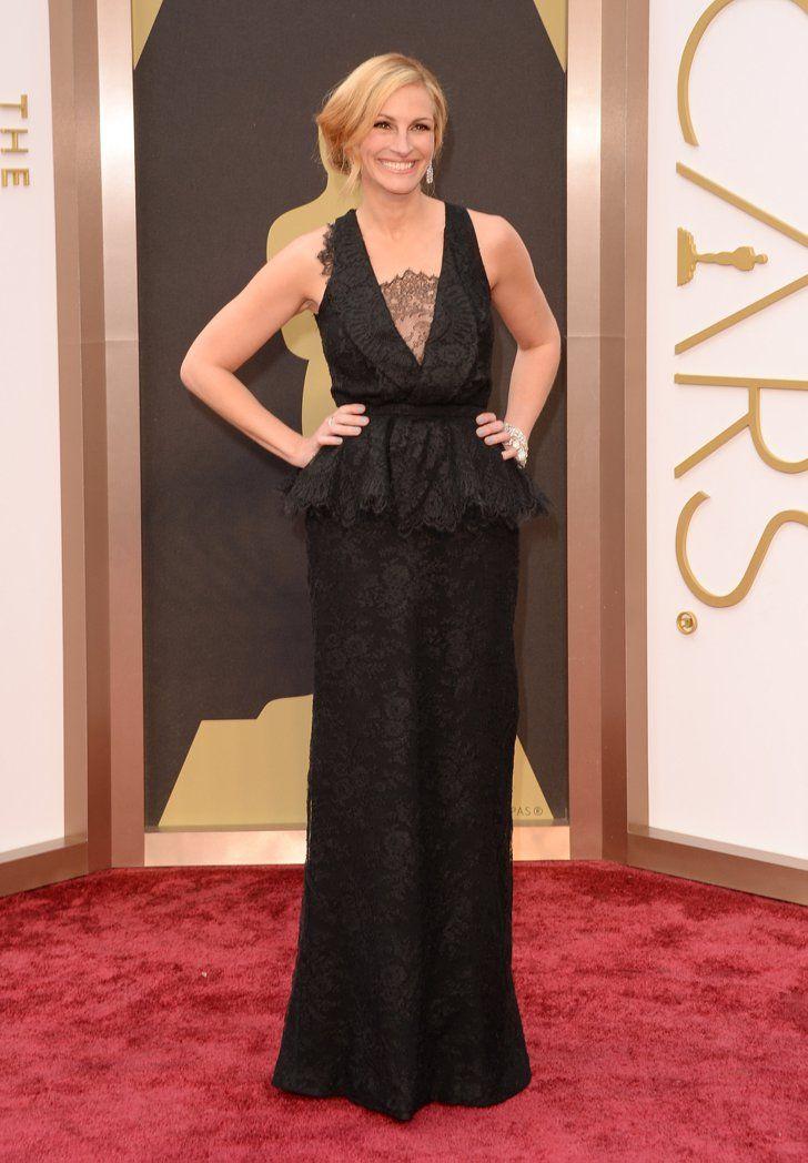 Pin for Later: Diese Oscars-Fotos bringen euch garantiert zum Lachen  Julia Roberts beeindruckte alle in ihrem schwarzen Kleid von Givenchy.