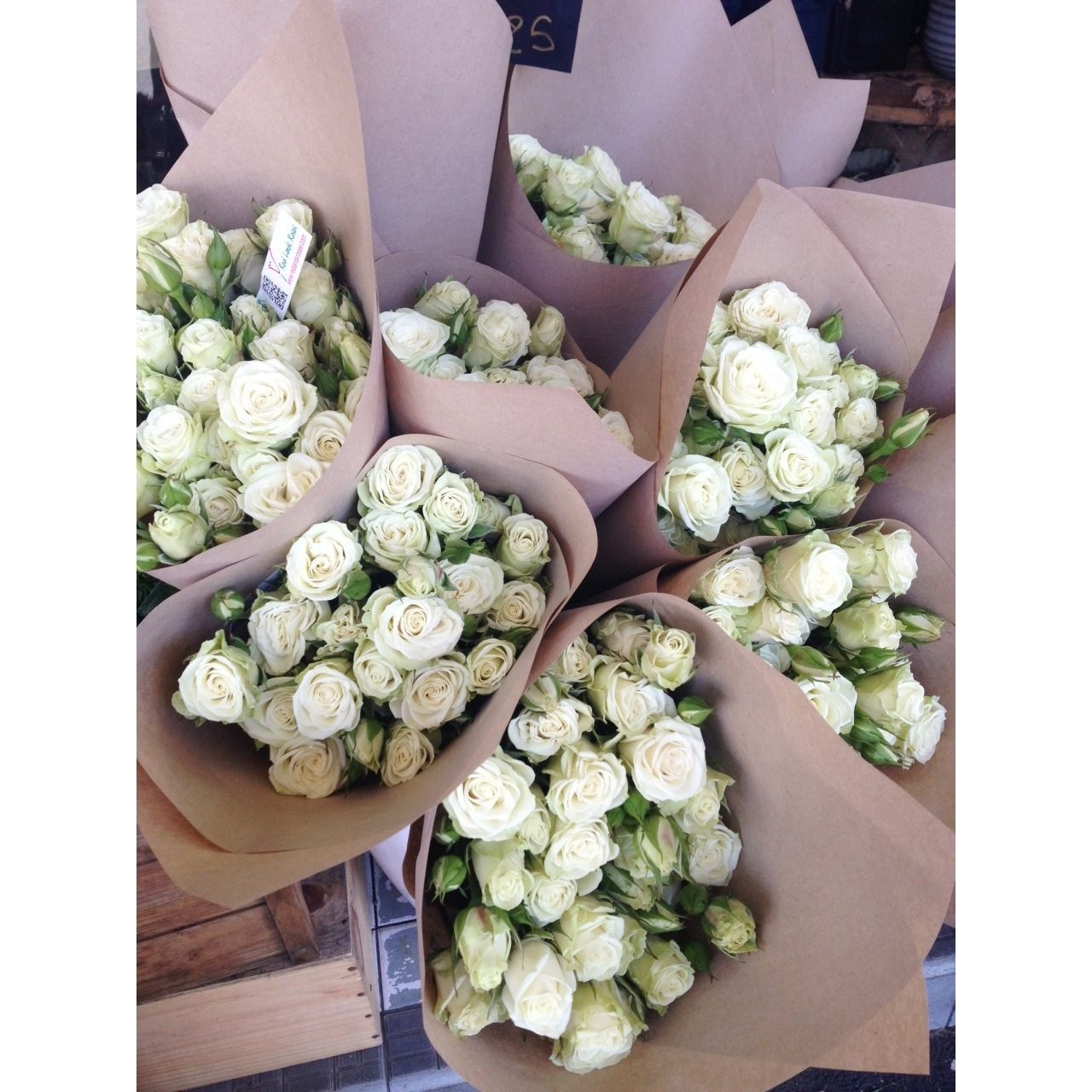 White Roses Wrapped In Brown Paper Flowers Pinterest Flowers