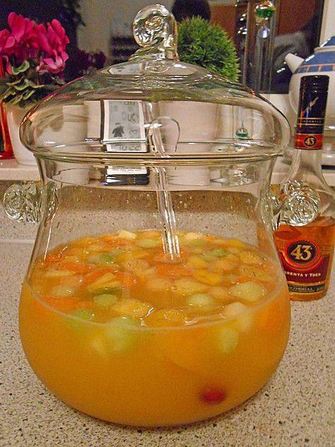 Tropische Früchtebowle mit Sekt und Likör 43 #alcoholicpartydrinks