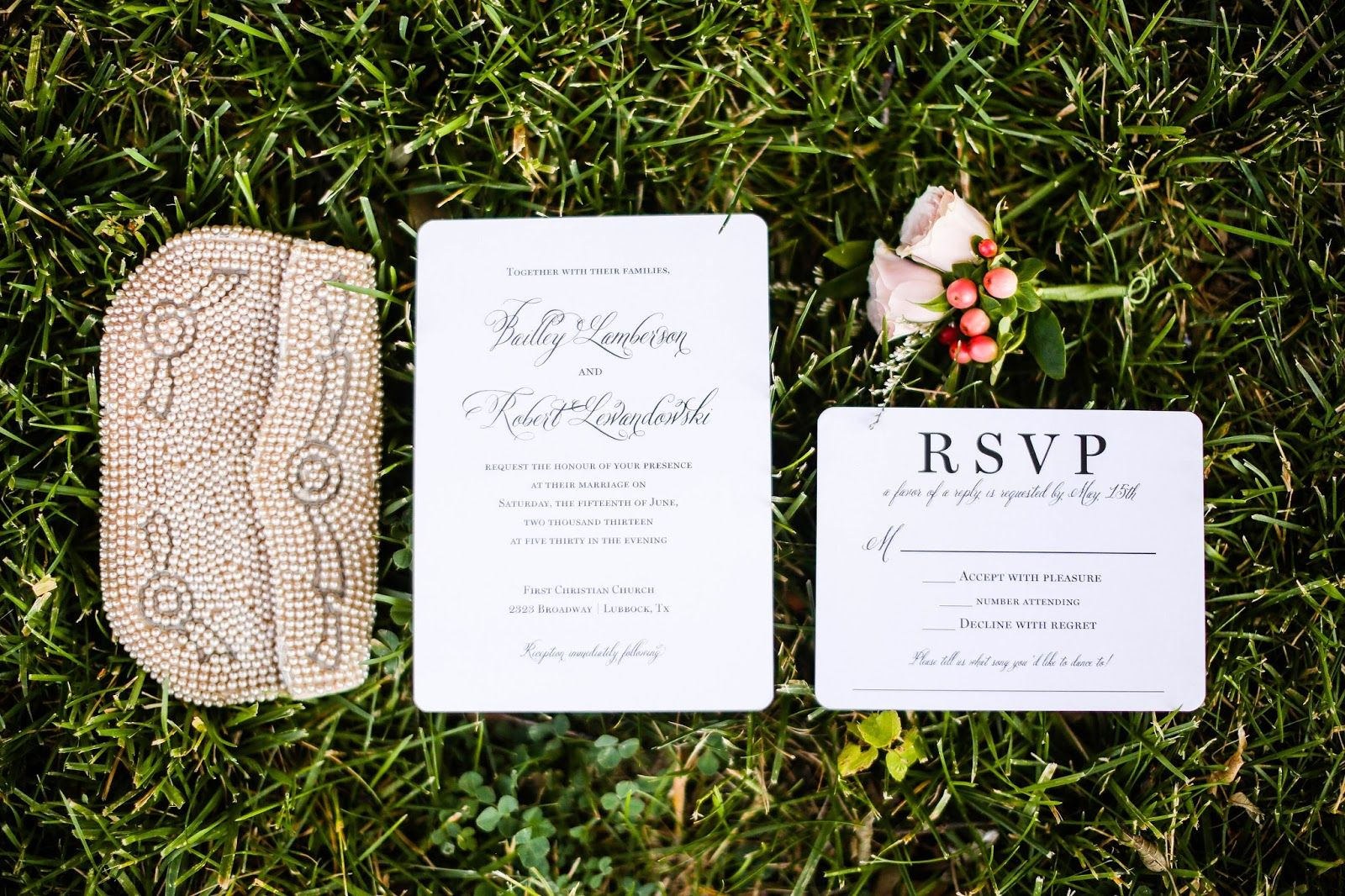 Wedding details. Invitations, vintage clutch and boutineer.