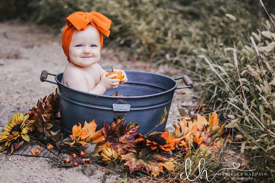 Fall Milk Bath #fallmilkbath #fall #milkbath #milkbathphotography #pumpkin #9months #fallmilkbath