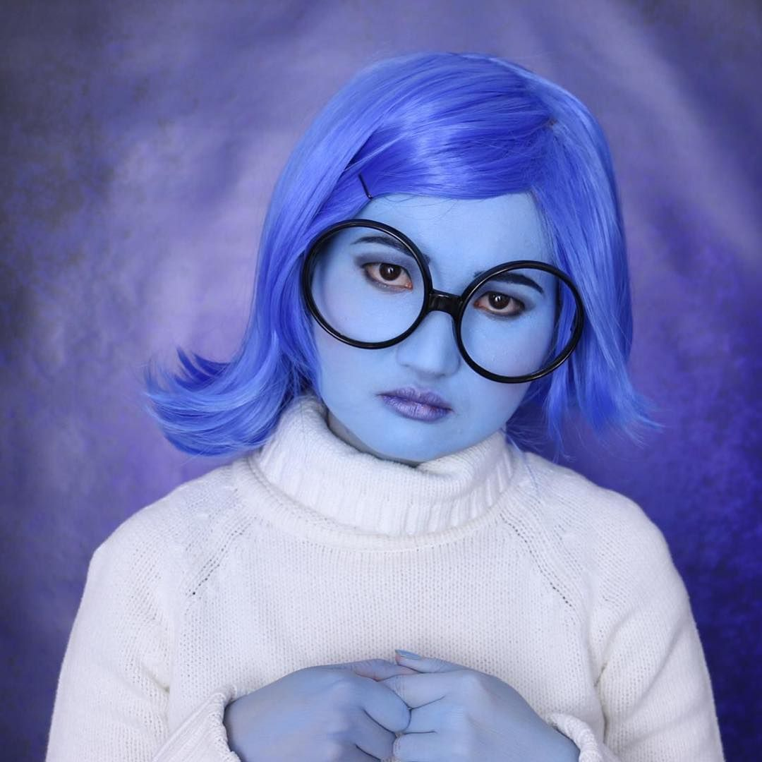 44 Times Halloween Face Paint Basically Blew Our Minds Inside Out Halloween Costumes Blue Hair Costume Ideas Halloween Blue Face Paint