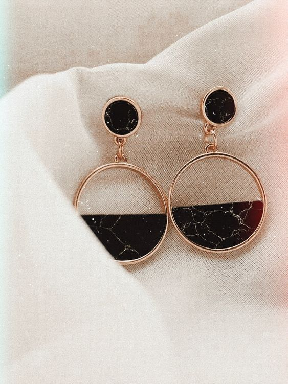 simple retro jewelry inspiration – black and rose gold earrings