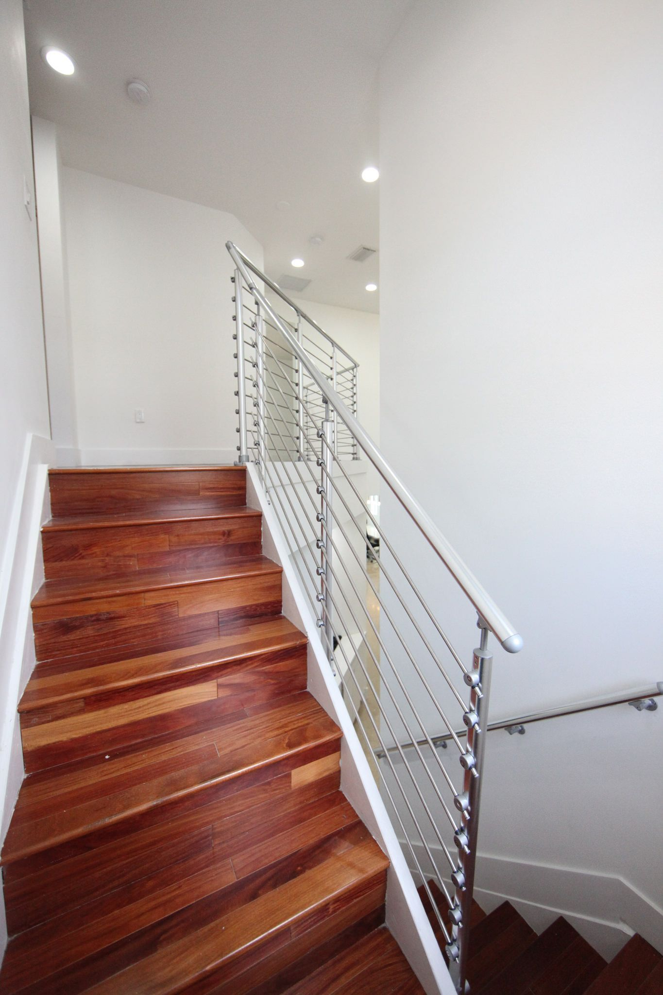 Prova Indoor Railing on Staircase with Tube InFill ...