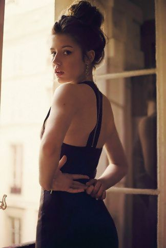 Adele Exarchopoulos Blau Ist Eine Warme Farbe Adele Exarchopoulos Shes Classy Sexy Hot A Mess Stunning All At The Same Time And A Good Actress Hubsche Leute Portraitfotografie