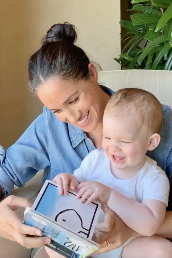 New Video Of Meghan Reading To Archie Released To Mark 1st Birthday In 2020 Prince Harry And Meghan Meghan Markle Prince Harry Prince Harry
