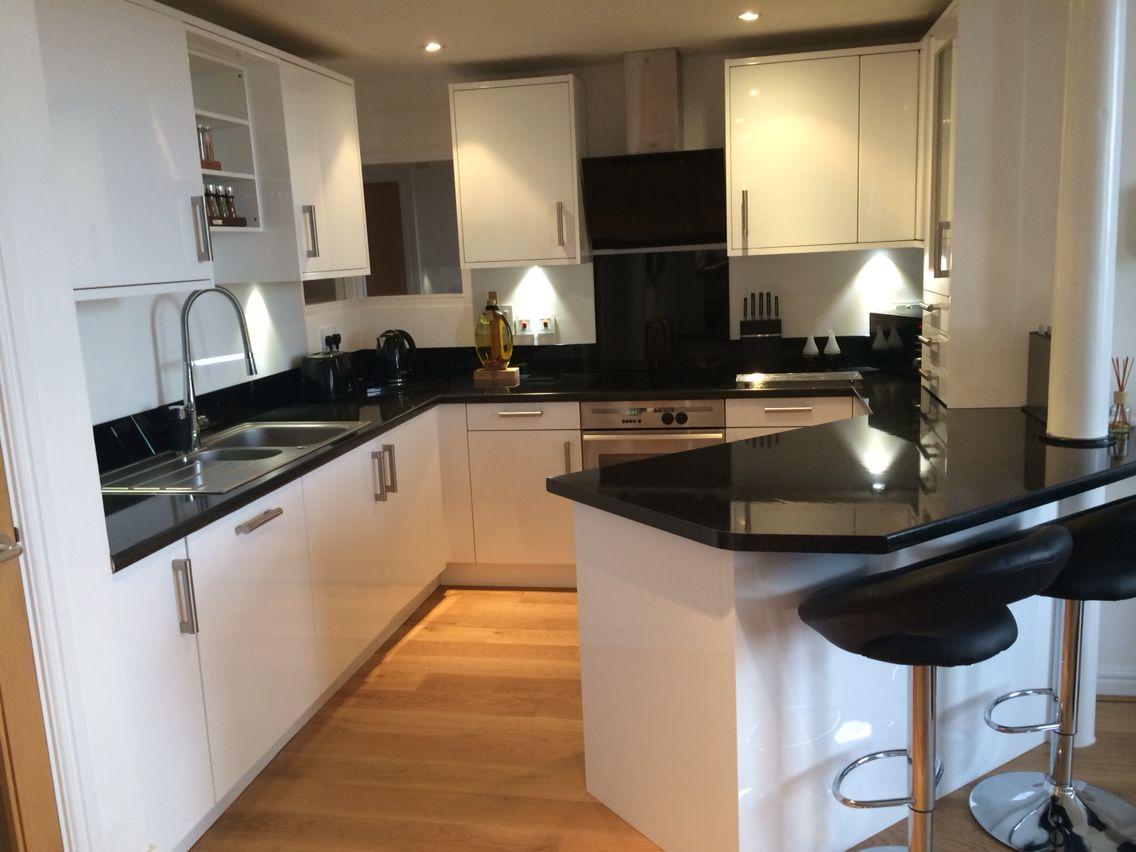 Download Wallpaper White Gloss Kitchen Upstand