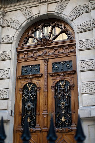 Love this antique door~ Rue Rembrandt Paris & Rue Rembrandt | Rembrandt Doors and Gates pezcame.com
