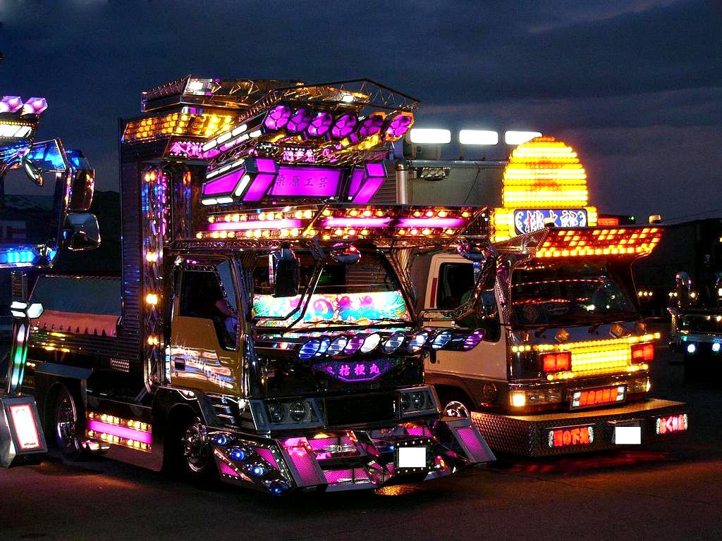 semi trucks art ever wondered what super blinged out asian semi trucks might look like. Black Bedroom Furniture Sets. Home Design Ideas