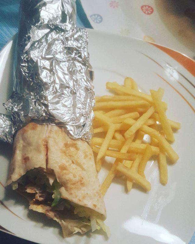 Homemade vegetarian yufka with fries  #veganpower #vegetarian #vegetarisch #vegetables #foodblogger #vegansauce #vegans #vegan #vegano #vegana #veganfood #vegangirl #veganlife #veganlove #veganfoodporn #whatveganseat #foodporn #veggie #cleaneating #clean #vegetarianfood #vegansim #vegansofinstagram #bestofvegan  #yummy #vegansofia #followme #followforfollowforfollow  Yummery - best recipes. Follow Us! #veganfoodporn
