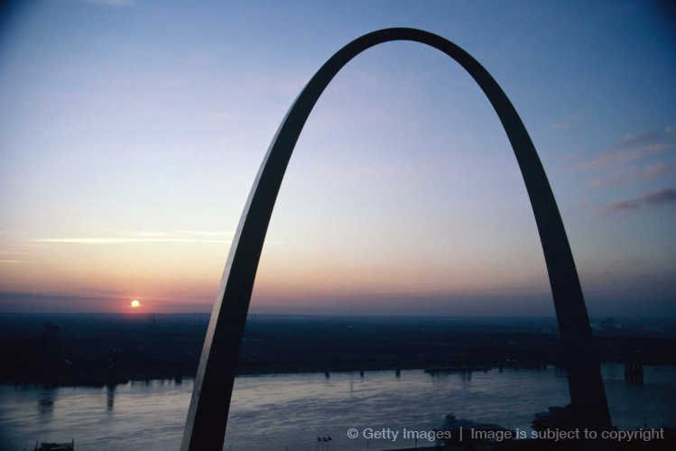 Gateway Arch at sunrise in the beautiful city of St. Lois, Missouri.