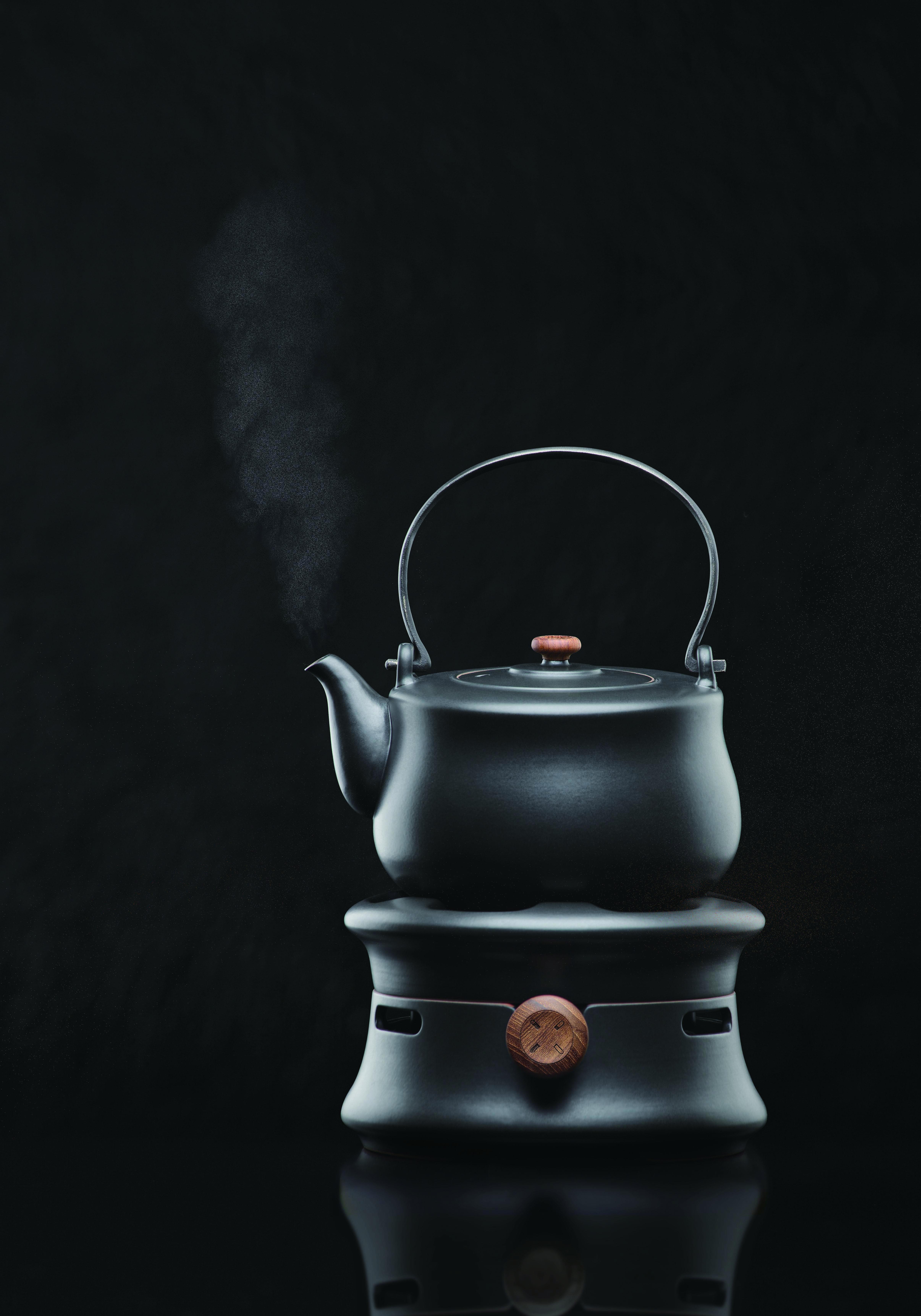 八式燒水壺_黑背景