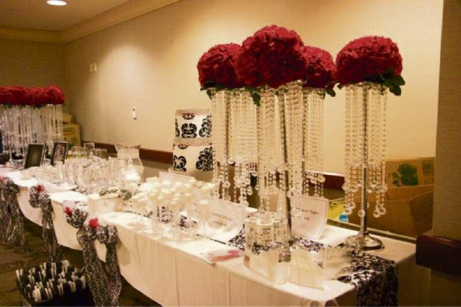 Brides All Over Pittsburgh Are Saying I Do To An Innovative New Wedding Concept Imagine A Classy V Pittsburgh Weddings Wedding Themes Winter Wedding Marketing