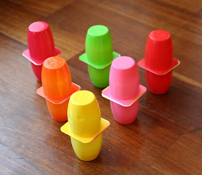 creare insieme con i + piccoli: Bowling colorato -  - Create with your kids - Recycled bowling with yogurt cups