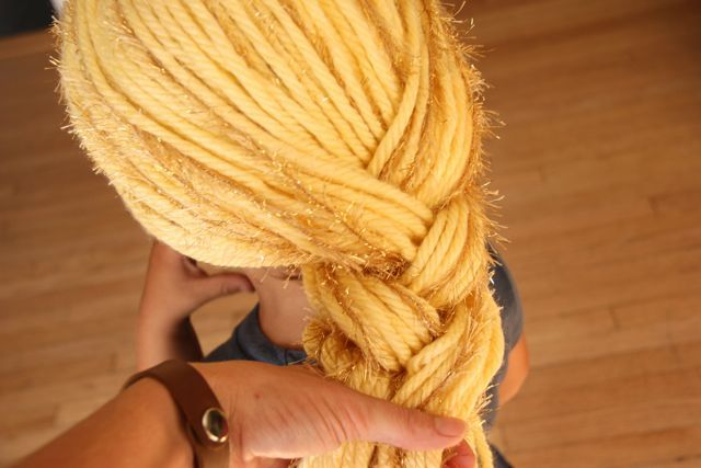 yarn wig tutorial - for Rapunzel, but could be used for Raggedy Ann or even a fairy in fun colors