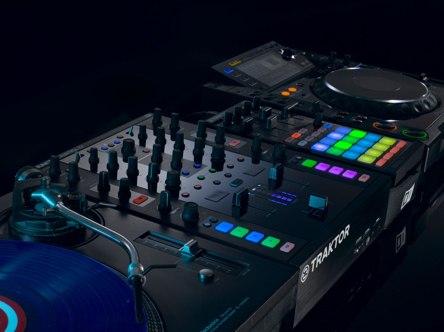 Turn Tables Fits Perfect Into Any High End Dj Setup The Traktor