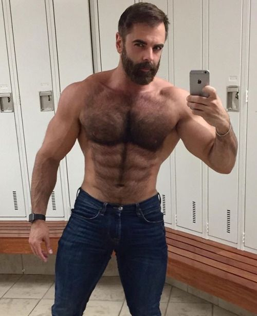 Daddy hairy muscle hunk selfie