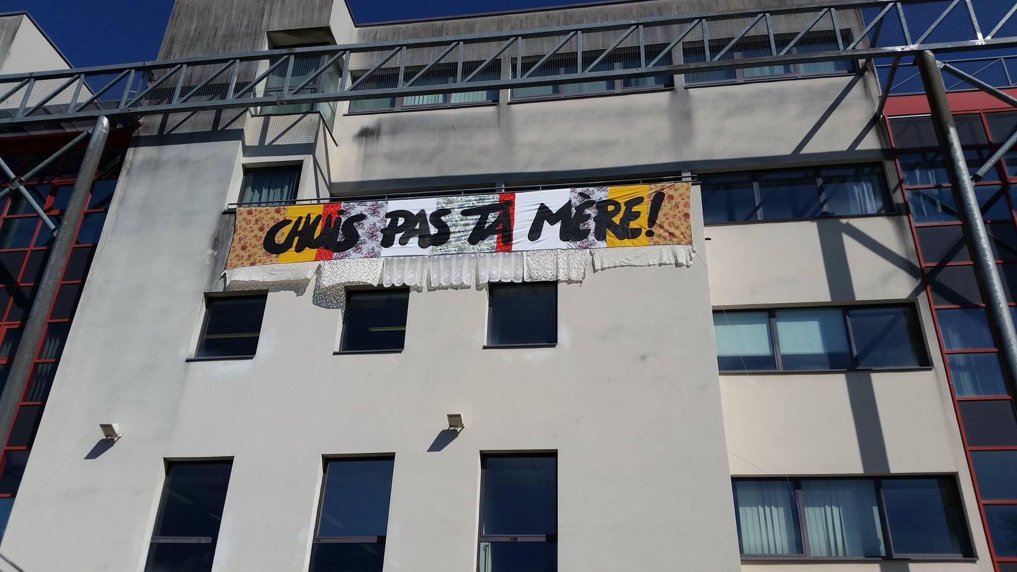 En ce début de semaine des Arts, nous avons donné carte blanche à Pierre Fraenkel pour nous décliner 3 messages sur 3 de nos campus (ici facade du batiment Pont à Sevenans)  Pour en savoir plus : https://www.facebook.com/pages/Pierre-Fraenkel/322811761070627?ref=hl)  https://www.facebook.com/MyUTBM/photos/pcb.10152819364953014/10152819364063014/?type=1