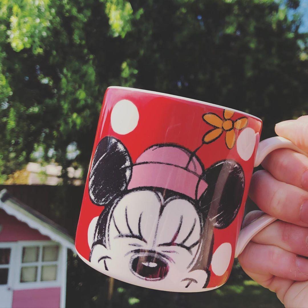 Always start the day with Minnie and a cup of tea! 🥰  #minniemouse #cathkidstondisney #sunnymorning #disney #ourlovefordisney #startthedayright #disneymug