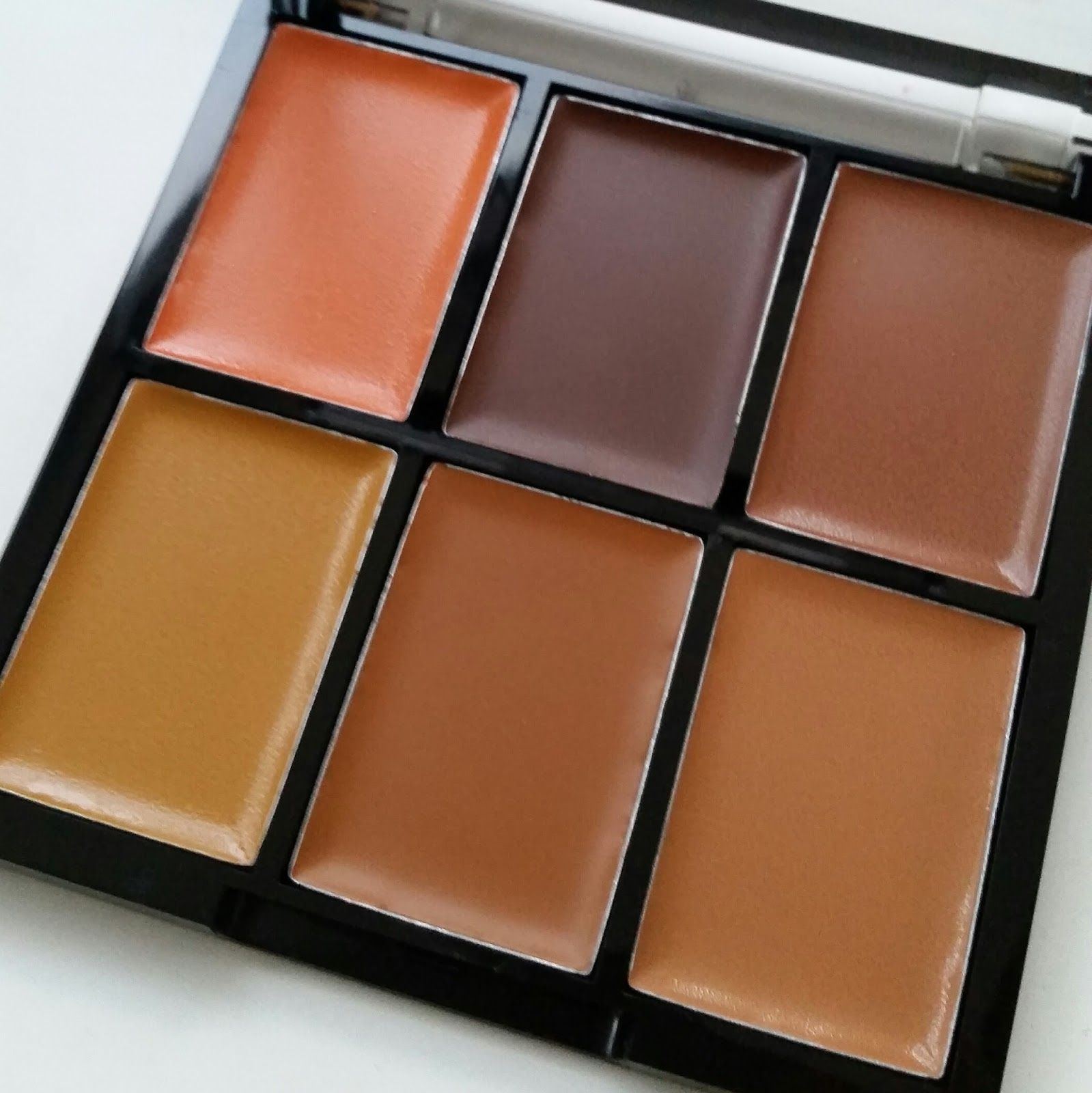 FREEDOM MAKEUP LONDON PRO CONCEAL AND CORRECT PALETTE