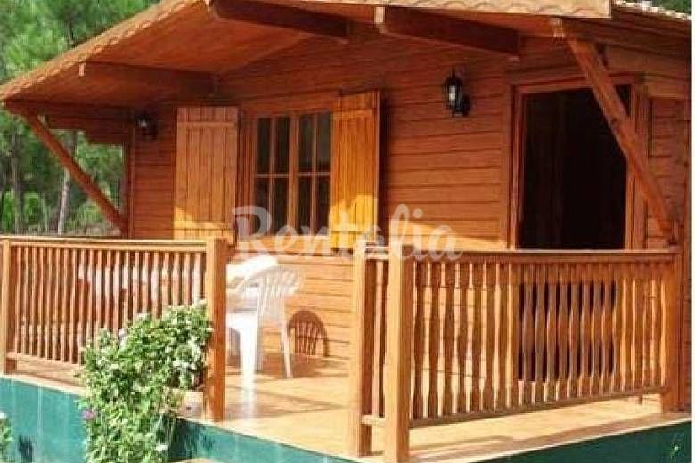 casas de madera y piedra en entorno natural seixo da beira