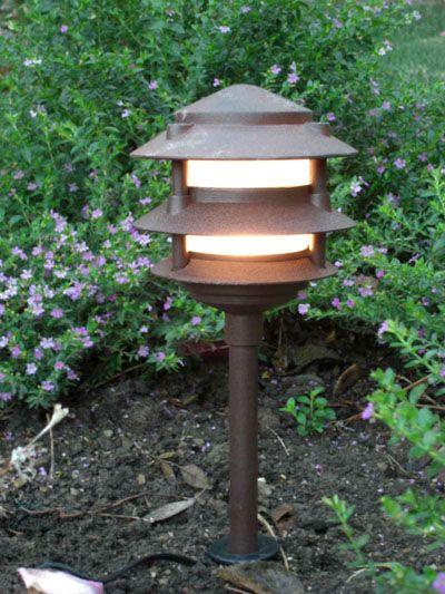 Low Voltage Landscape Light 3 Tier Pagoda   BPL302