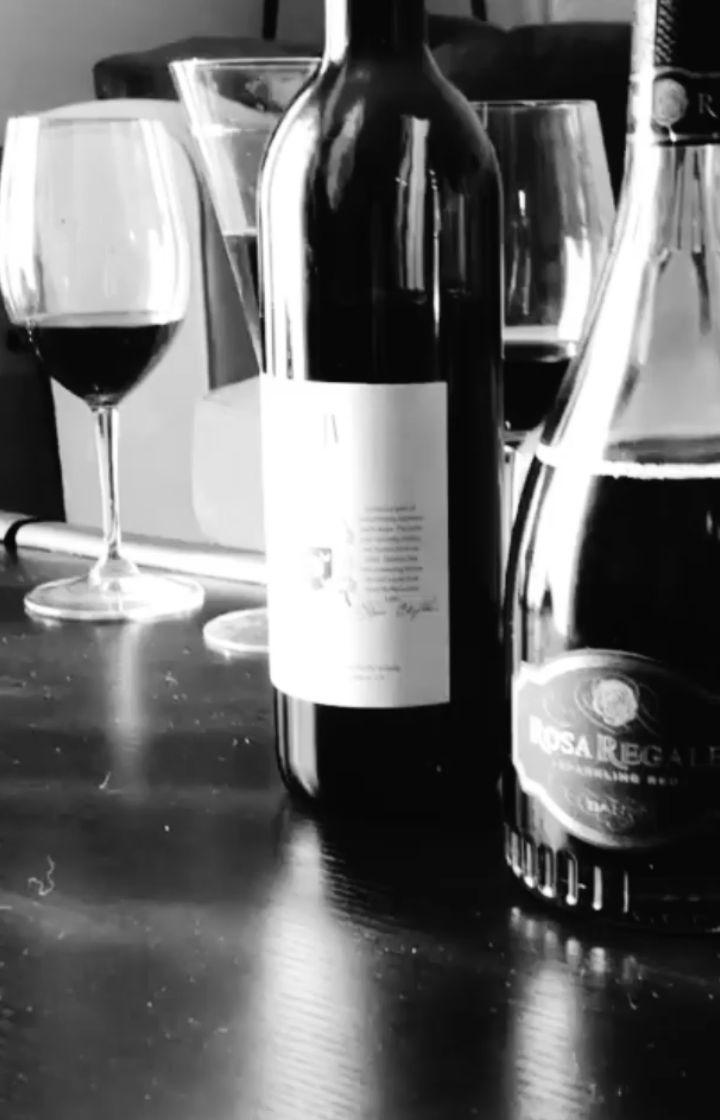 La Paz en la que habito. #wine #wineporn #cheer #toast #miami #westpalmbeach #lol #palmbeach #love #life #live #song #songwriter #singer #VO #GerardoSerrot #voiceoverartist #mariaconchitaalonso #voiceover @ochenterONoventoso #yolo #igers @Cinturoneate