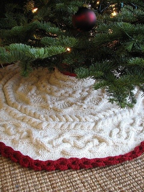 Knit Tree Skirt Pattern : Awesome 2015 Crochet Christmas Tree Skirt for You - Fashion Blog Mamas...