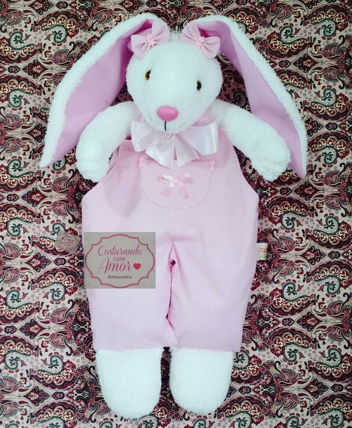 Conjunto 2 peças com macacão de bebê e coelho de pelúcia