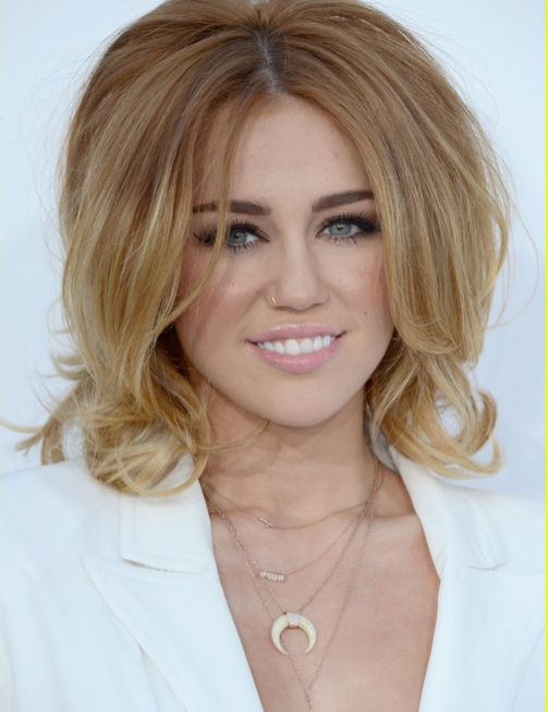 hair styles in layers miley cyrus wearing jacquie aiche horn necklace ja muse 2618