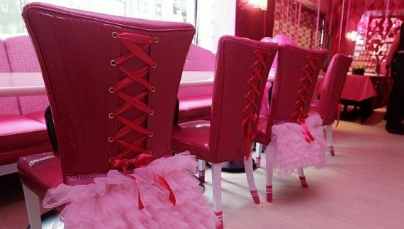 """Barbie presents its first """"big"""" cafeteria"""