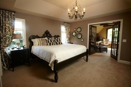 Contrast of bed and bedding- print on panels