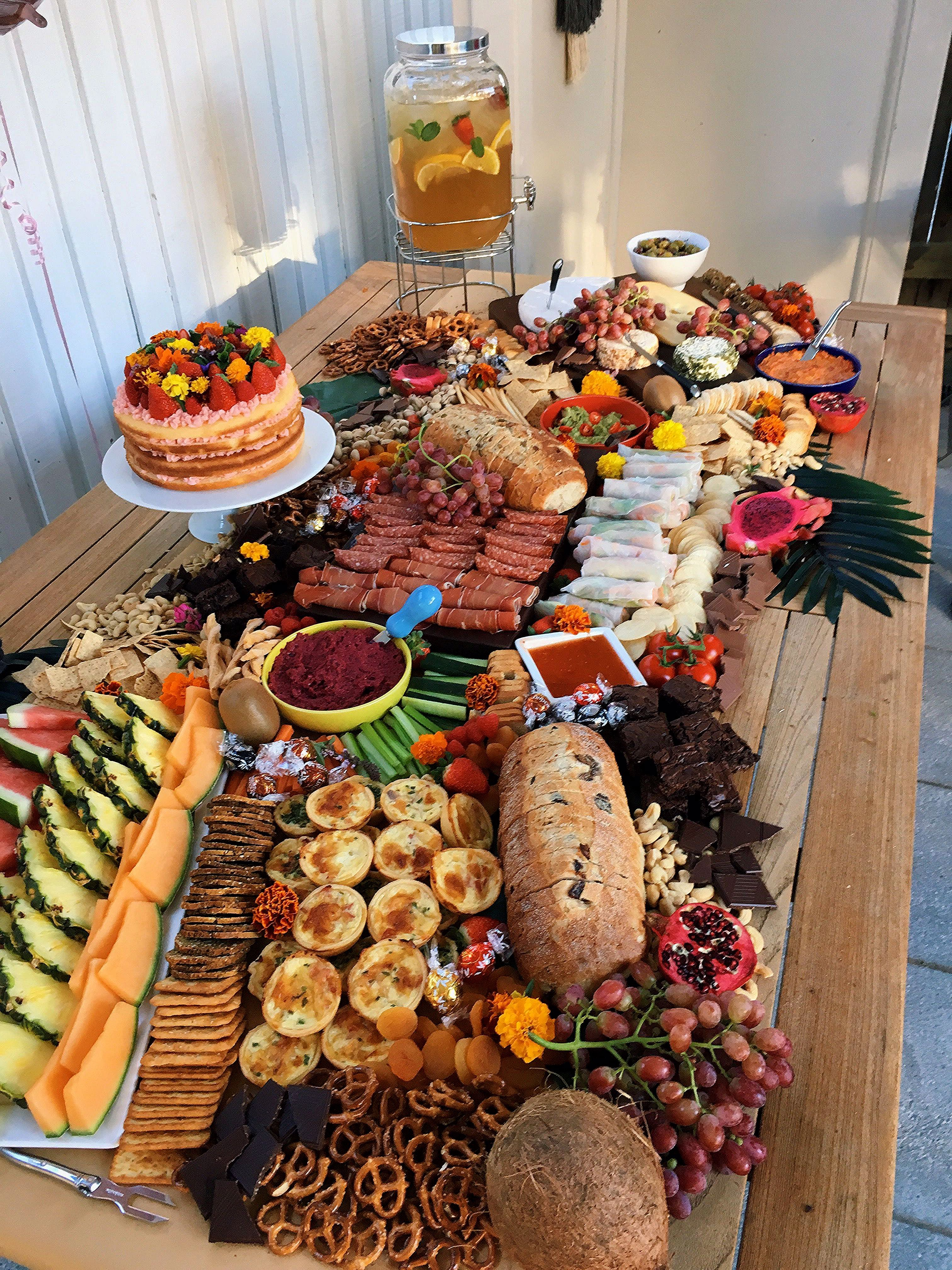 Party Essen Ideen Grazing Table | Party Food Appetizers, Food Platters, Party Food Platters