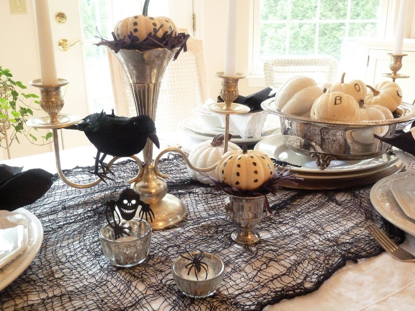 Halloween tablescapes - Spooktacular Halloween Tablescapes Designstyle