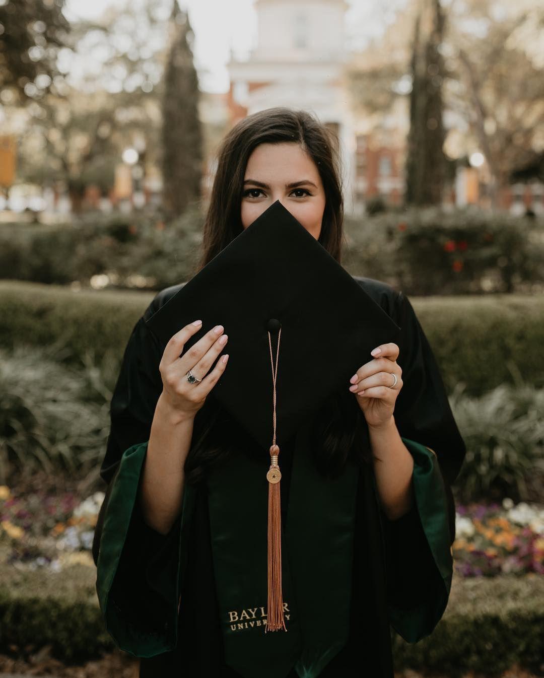 Senior Pictures | Cap and gown photos | College graduation portraits