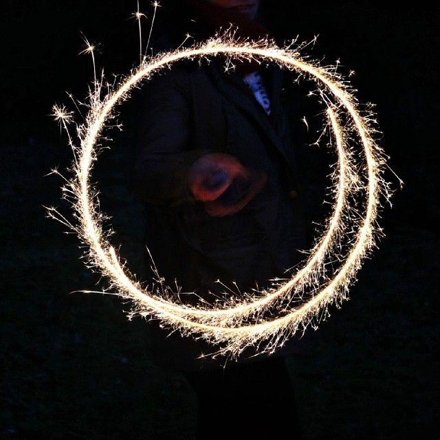 Sparklers #bonfire #sparklers #firecracker #nightphotography #sharefood #dinner #yummy