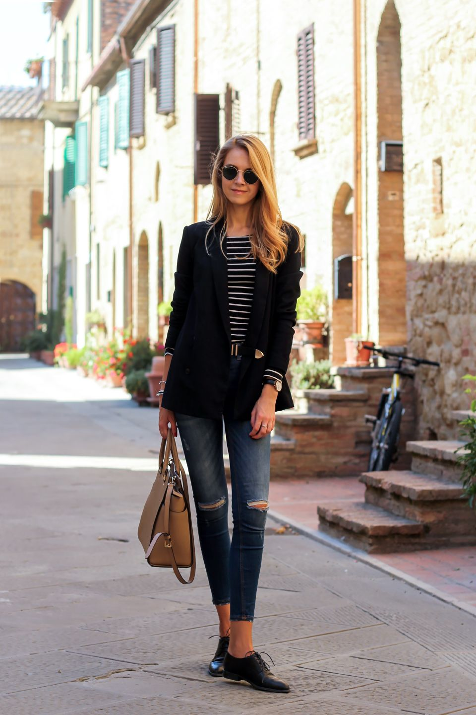 Black blazer, striped top, distressed jeans, oxford shoes, street style,  fall