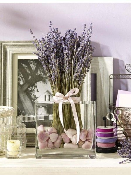 Glashafen mit getrocknetem Lavendel und Steinen Decoration - deko für badezimmer