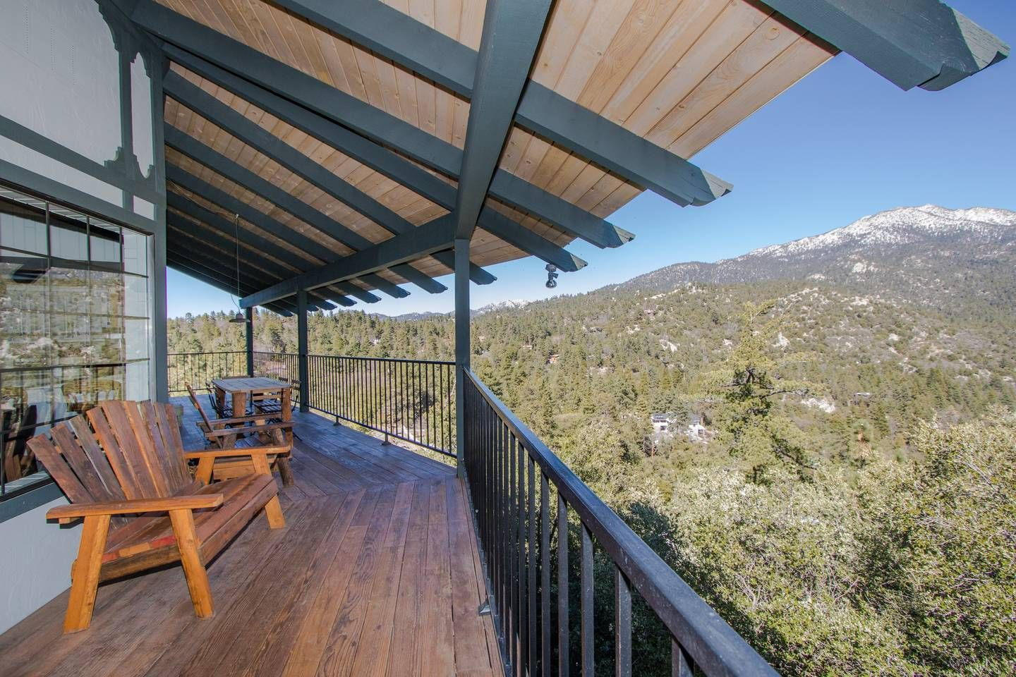 Big Rock Chalet with Yoga Studio - Chalets for Rent in ...