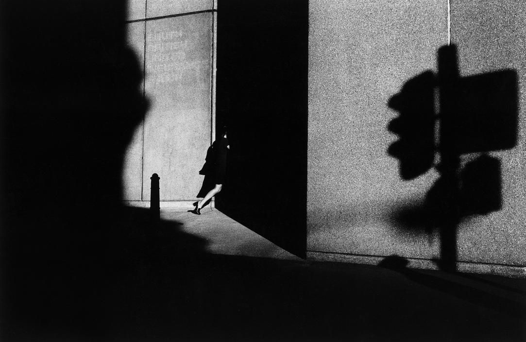Trent Parke. AUSTRALIA. Sydney. An office worker dissapears into the shadows of a building on Pitt St. From Dream/Life series. 1998. Magnum Photos