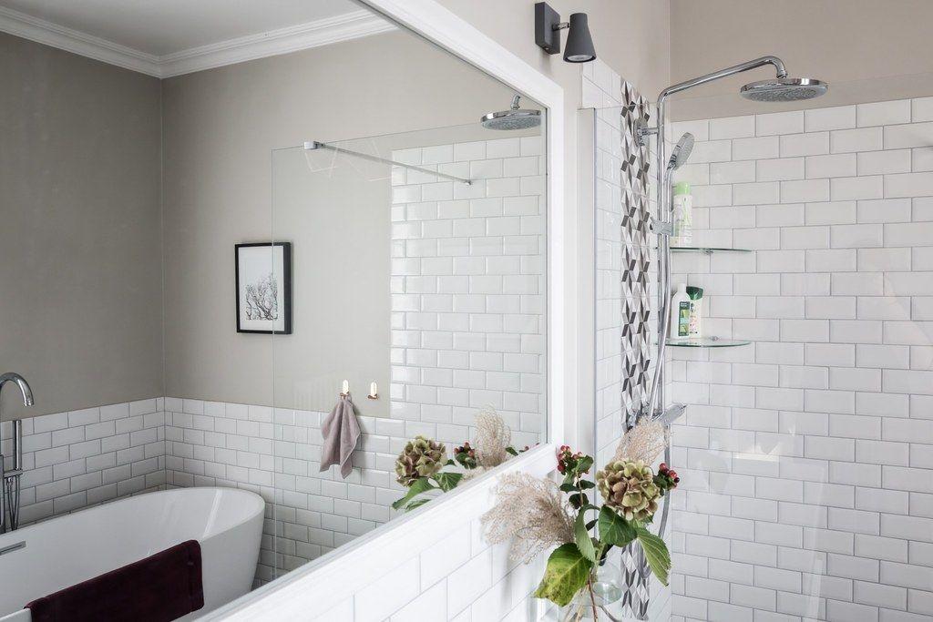 Réalisation Atelier Devergne, salle de bain grise, baignoire îlot - salle de bain meuble noir