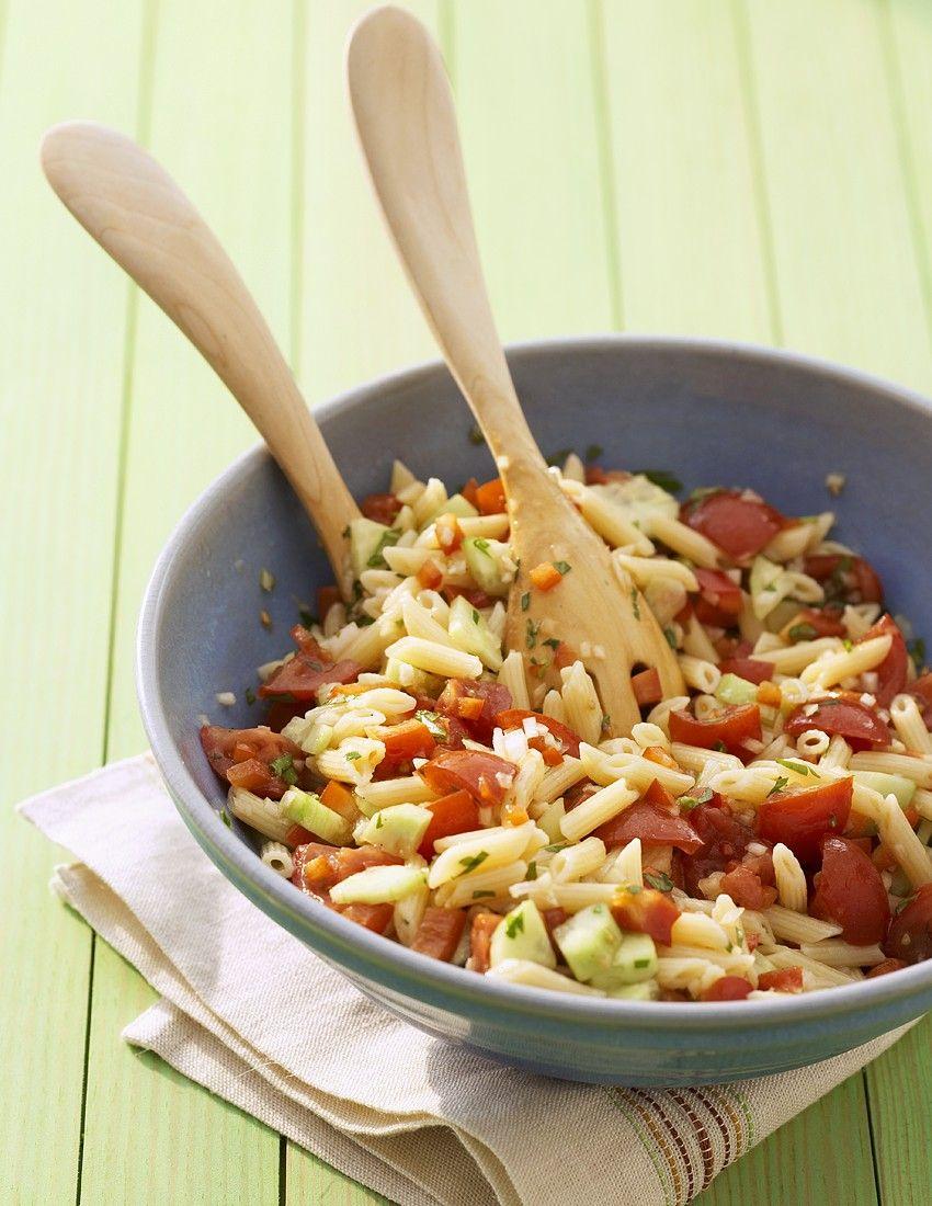 Avocado-Nudelsalat mit Frühlingskräutern und Ei Rezept