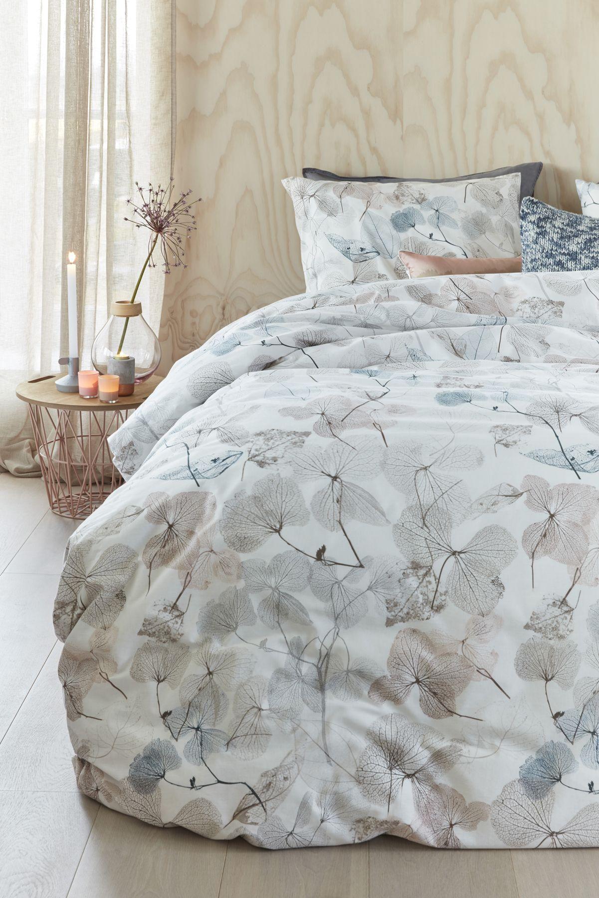 Kuscheliges Bettwäsche Set Im Blätterdesign In Gedeckten