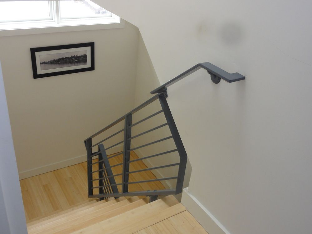 Best Contemporary Horizontal Metal Railing Made By Capozzoli 400 x 300